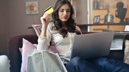 acquistare-vestiti-online-a-poco-prezzo è rischioso